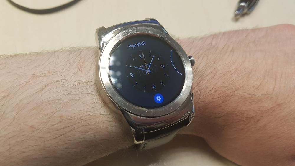 Android Wear 2.0 Watch Face Selection