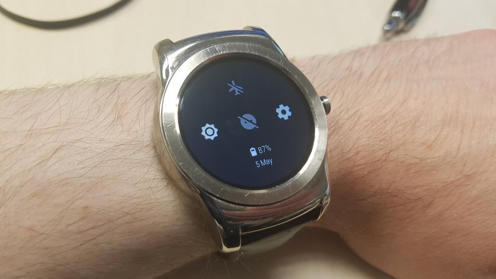 Android Wear 2.0 Swipe Down Settings Menu